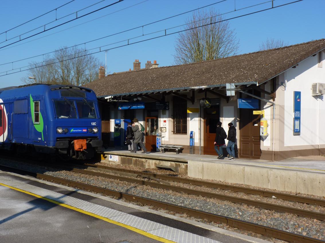 le-train-en-gare-de-montigny